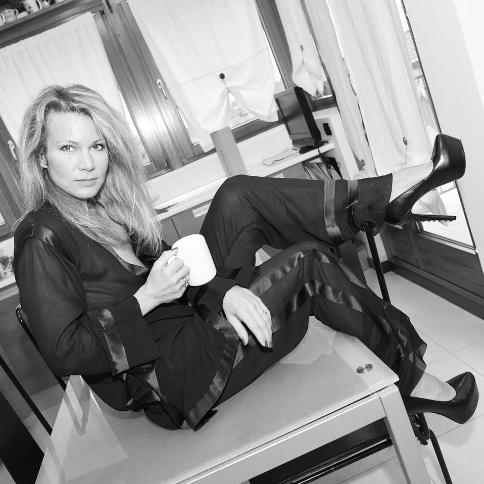 Anche in pigiama non rinuncia ai tacchi! #art #blackandwhite #bnw #bnw_society #bw #bw_crew #bw_lover #bw_photooftheday #bw_society #bwstyleoftheday #bwstyles_gf #bwwednesday #fineart_photobw #blackandwhite #igersbnw #insta_bw #insta_pick_bw #instablackandwhite #instagood #irox_bw #love #me #monoart #monochromatic #noir #monochrome #monotone #photo #photography #photooftheday