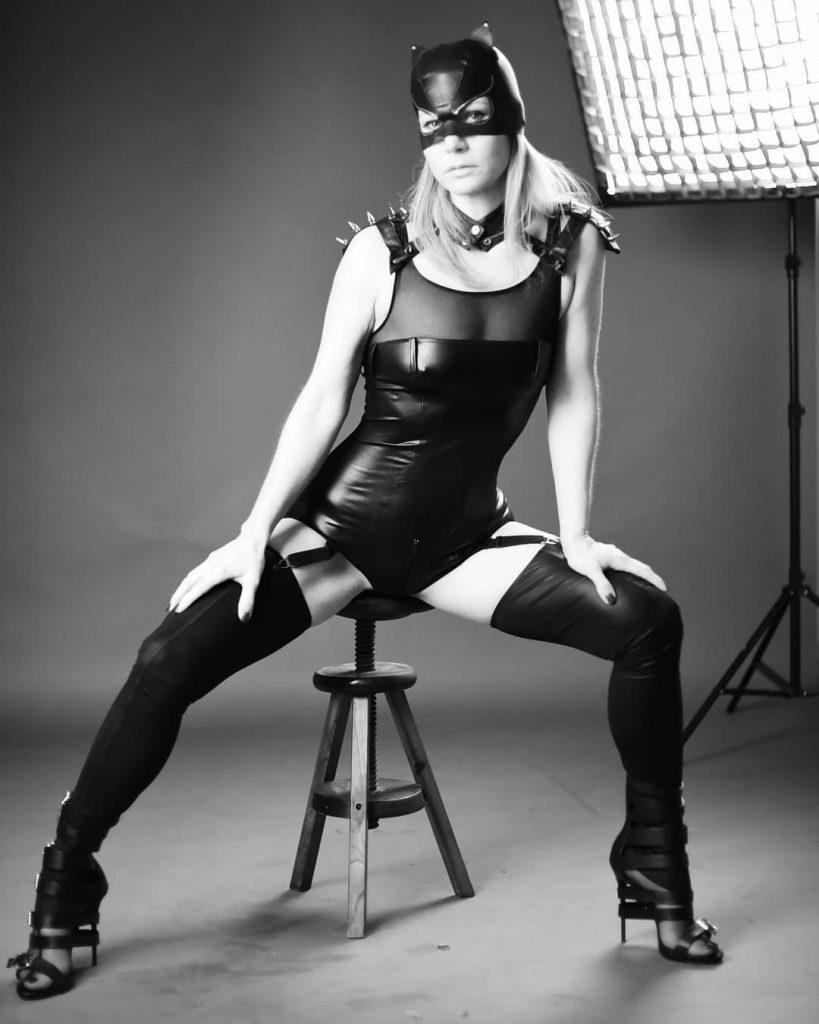 Un ringraziamento speciale a @simone_angarano, amico e fonte di ispirazione, ma soprattutto Maestro nell'arte che più mi appassiona: la fotografia.  Con la sua esperienza ha saputo indirizzarmi al meglio per ritrarre My Muse! #blackandwhite #bnw #monochrome #monoart #bnw_society #bw_lover #bw_photooftheday #photooftheday #bw #bw_society #bw_crew #bwstyles_gf #irox_bw #igersbnw #bwstyleoftheday #monotone #monochromatic#noir #fineart_photobw