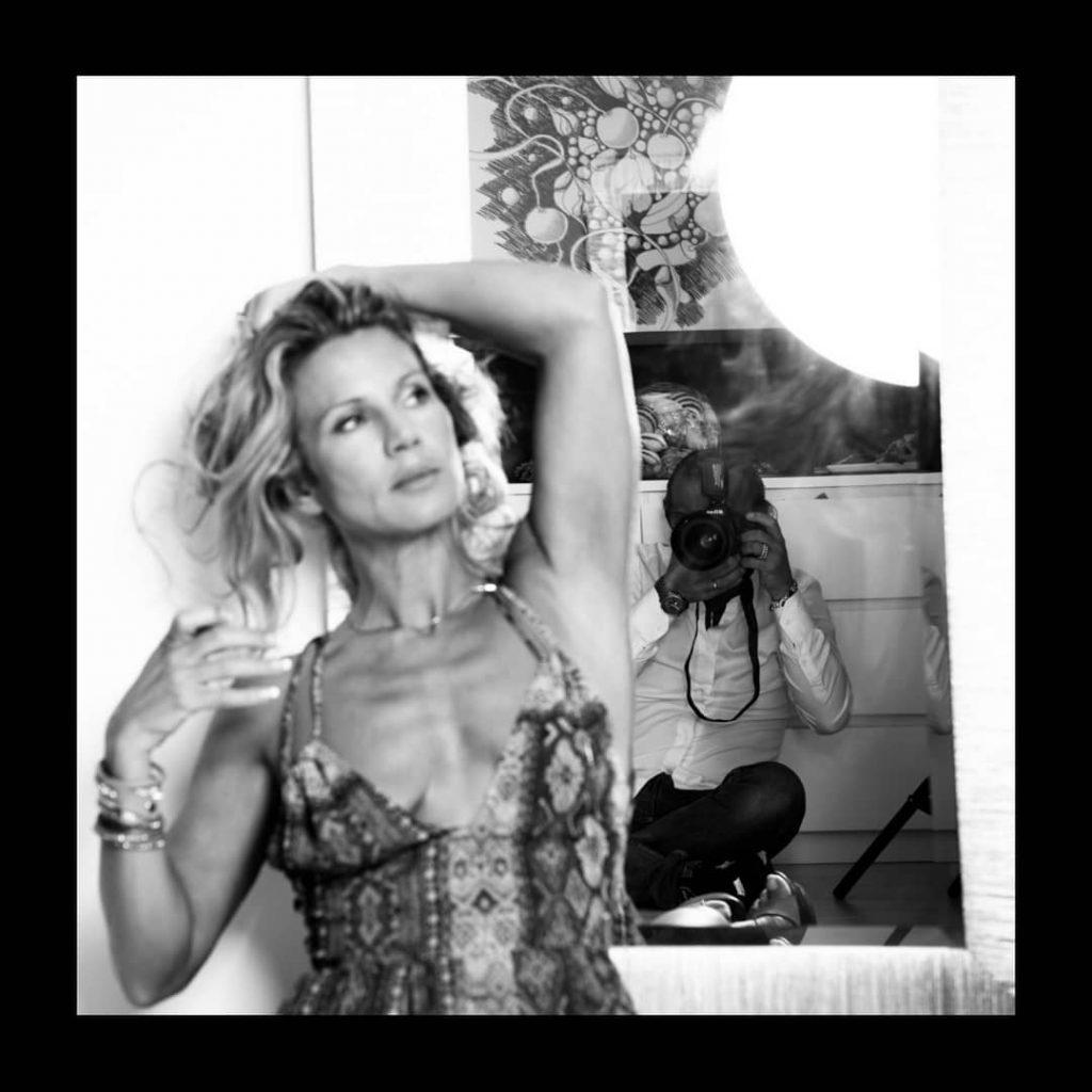After Disco! (no post produced) #blackandwhite #bnw #monochrome #monoart #bnw_society #bw_lover #bw_photooftheday #photooftheday #bw #bw_society #bw_crew #bwwednesday #irox_bw #bwstyleoftheday #monotone #monochromatic #noir #fineart_photobw  #legs #longlegs #shoefetish #shoes #highheels #highheelshoes #mirrorselfie #mirror #selfportrait #selfie #selfietime