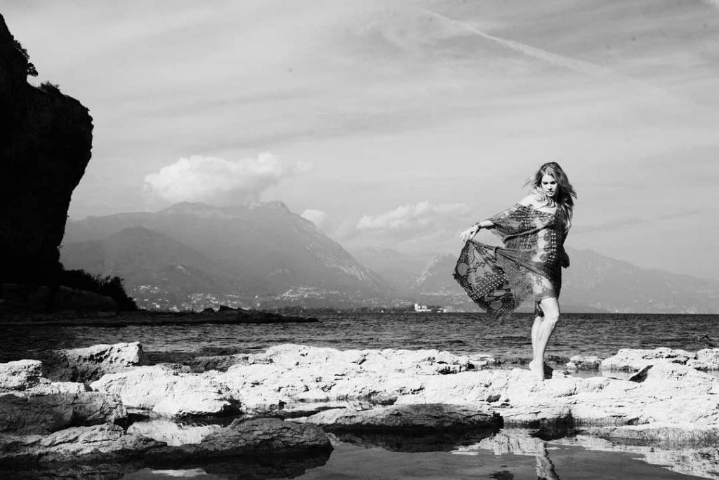 Garda Lake! (with @bluepink_ph ) #art #blackandwhite #bnw #bnw_society #bw #bw_crew #bw_lover #bw_photooftheday #bw_society #bwstyleoftheday #bwstyles_gf #bwwednesday #fineart_photobw #blackandwhite #irox_bw #love #me #monoart #monochromatic #noir #monochrome #monotone #photo #photography #gardalake #lagodigarda #sensual #sensual_ladies #blackandwhiteportrait