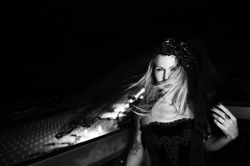 Gothic Style! #blackandwhite #bnw #monochrome #monoart  #bnw_society #bw_lover #bw_photooftheday #photooftheday #bw #bw_society #bw_crew #bwwednesday #bwstyles_gf #irox_bw #bwstyleoftheday #monotone #monochromatic #noir #fineart_photobw #gothicfashion #gothic #hotelrivamarejesolo #jesolo2018 #jesolo #dark #darkbeauty #night #beach #sea #autumn