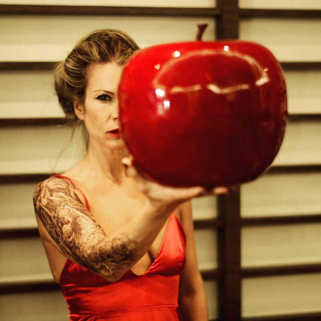 Apple! #apple #hotelrivamare #jesolo #luxuryhotels #luxurystyle #luxurylife #luxurytravel #luxury #tattoogirl #tattoolife #tattoo #tattooart