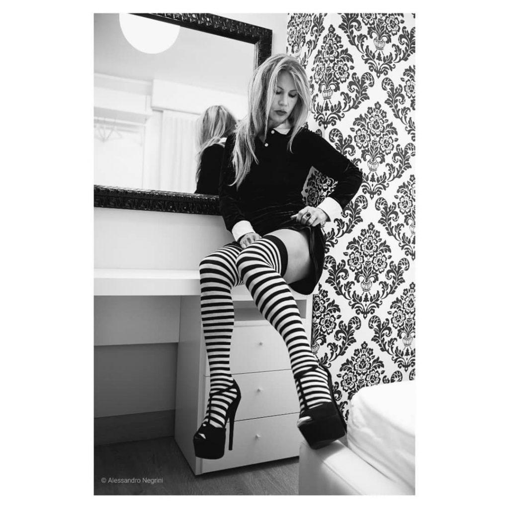 Wednesday! #addamsfamily #wednesday #blackandwhite #bnw #monochrome #monoart  #bnw_society #bw_lover #bw_photooftheday #photooftheday #bw #bw_society #bw_crew #bwwednesday #bwstyles_gf #irox_bw #bwstyleoftheday #monotone #monochromatic #noir #fineart_photobw #gothicfashion #gothic #hotelrivamarejesolo #jesolo2018 #jesolo #dark #darkbeauty