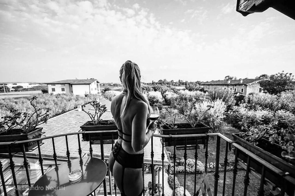 In The Morning! #blackandwhite #bnw #monochrome #monoart  #bnw_society #bw_lover #bw_photooftheday #photooftheday #bw #bw_society #bw_crew #bwwednesday #bwstyles_gf #irox_bw #bwstyleoftheday #monotone #monochromatic #noir #fineart_photobw #lingeriemodel #lingerie #lingeriesexy #lingerieaddict #dark #darkbeauty #autumn #reportrait #repost #luxury #resort