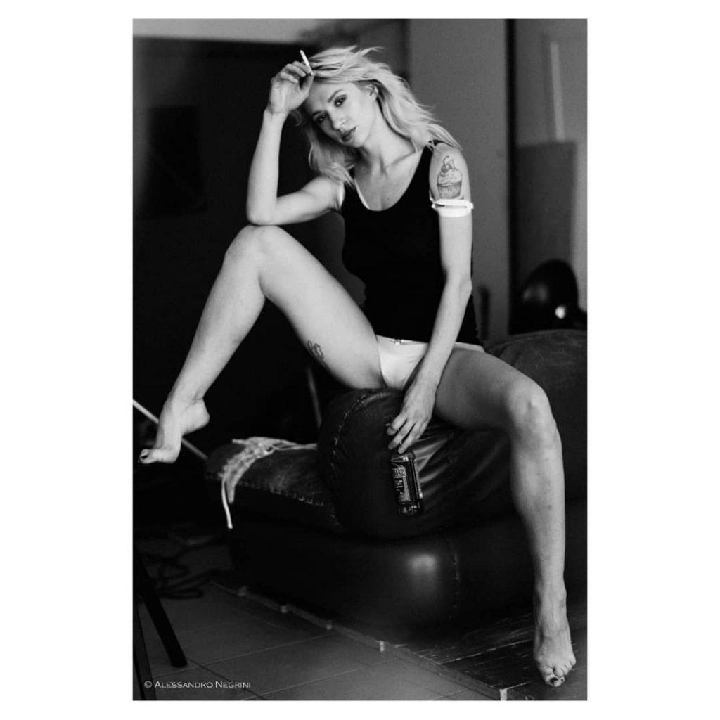 A day with @natashalegeyda! #suicidegirls #suicidegirlsitaly #suicidegirl #sg #playboyitalia #playboy #blackandwhite #bnw #monochrome #monoart #bw #monotone #monochromatic #noir #portrait #reportrait #relax #backstage #sensual #smoking #legs #shoes