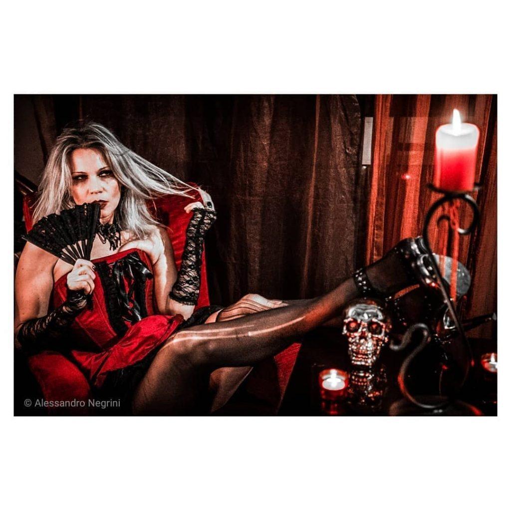 Gothic! a special night with @agathadevil @hikarikesho @eva_blackhell @opticalemotions #gothic #gothicgirl #gothicstyle #gothicfashion #kings_gothic #gothicarchitecture #gothicart #gothicmakeup #neogothic #gothicjewelry #shooting