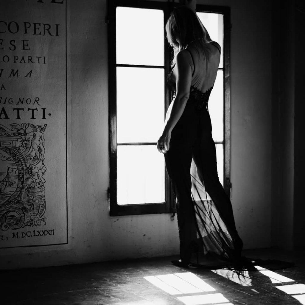 A woman at the window! (no postprodotta) #blackandwhite #bnw #monochrome #monoart #monotone #monochromatic #noir #portraits #portraitphotography #portrait #bodystocking #sensuality #contrast #bnwportrait #bnwphotography #bnwmood