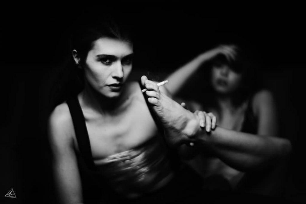 smoke my feet! @giuliarocambole  @elisa.pagano.1988 Master @simone_angarano #feet #smoke #blackandwhitepicture