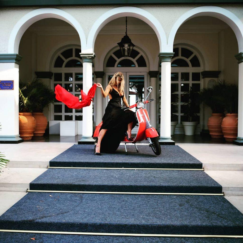 """""""La Dolce Vita"""" presso Hotel Casa Bianca al Mare Jesolo @hotelcasabiancajesolo , un ringraziamento speciale a @daniel.menazza e @igor.menazza per averci ospitato in questa location più unica che rara.  Con il supporto di @simopasphoto e la super modella/moglie @agathadevil #jesoloshootingweek"""