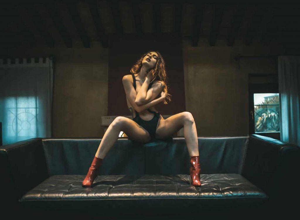 A day with @rajartist27 #VERONASHOOTINGWEEK #magazine #shooting #shootingphoto #shootingday #lingerie #back #legs #longlegs #shoes #shoesaddict