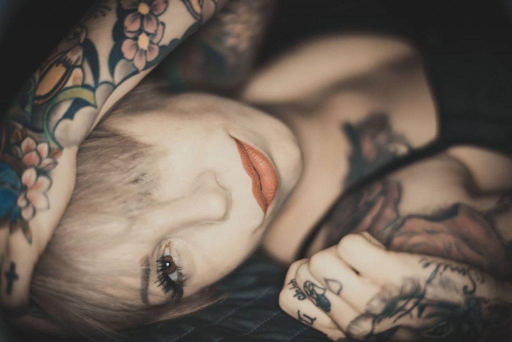 """Ritratto Capovolto"" with @antonellahallvatori #portraits #portrait #portraits_shots #portrait_mood #portraitphotography #tattoo #tattoos #tattoomodel #tattoogirl #redlips"